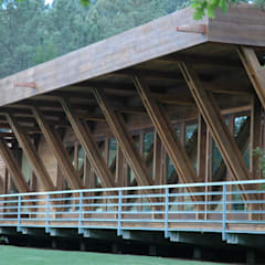 Salas de eventos de estilo  por NORMA | Nova Arquitectura em Madeira (New Architecture in Wood)