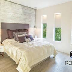 """Proyecto Residencial """"La Ramona."""": Recámaras de estilo  por PORTO Arquitectura + Diseño de Interiores"""