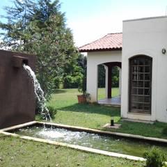 Sitio Jambeiro: Casas  por Mina Arquitetura & Construções