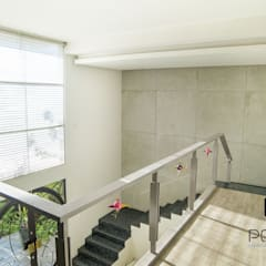 """Proyecto Residencial """"La Ramona."""": Pasillos y recibidores de estilo  por PORTO Arquitectura + Diseño de Interiores, Ecléctico"""