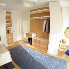 MORADIA UNIFAMILIAR, VISEU: Closets  por Atelier Ana Pereira Arquitetura e Decoração de Interiores
