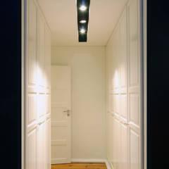 Гардеробные в . Автор – BL Design Arquitectura e Interiores, Эклектичный