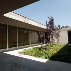 RESIDENZA PRIVATA: Giardino in stile  di Osa Architettura e Paesaggio