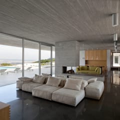 RESIDENZA PRIVATA: Soggiorno in stile  di Osa Architettura e Paesaggio