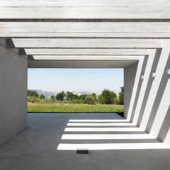 บ้านและที่อยู่อาศัย by Osa Architettura e Paesaggio