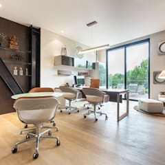 Oficinas Corporativas - Home Office: Estudios y oficinas de estilo  por Ofis Design