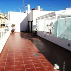 Terrace by Architect Hugo Castro  - HC Estudio  Arquitectura y Decoración