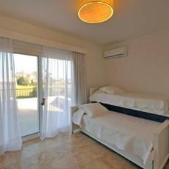 dormitorio 2: Dormitorios infantiles de estilo  por Parrado Arquitectura