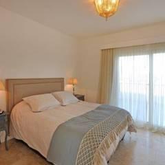 dormitorio principal: Dormitorios de estilo  por Parrado Arquitectura
