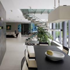 Dom Szary w Jurze: styl , w kategorii Jadalnia zaprojektowany przez Biuro Studiów i Projektów Architekt Barbara i Piotr Średniawa,