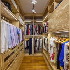 Walk in closet de estilo  por ARTteam
