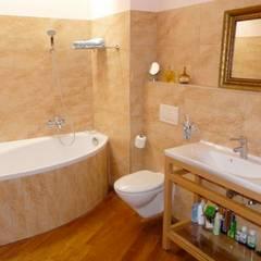 Baños de estilo  por ENFOQUE CONSTRUCTIVO