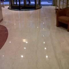 Pulidos y termo vitrificado de pisos de MARMOL Y MOSAICO GRANITICO: Paredes de estilo  por info7874