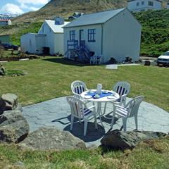 Ansicht Nordwest mit Ausgang zum Garten:  Garten von Büro für Solar-Architektur