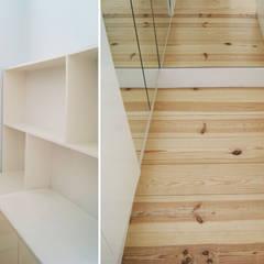 Apartamento Príncipe Real: Closets  por blaanc