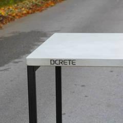 dcrete desk: dcrete의  서재/사무실
