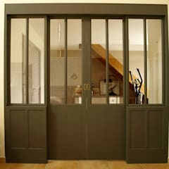 Une baie vitrée d'inspiration Industrielle... en bois!: Fenêtres de style  par La C.S.T
