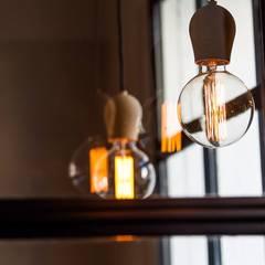 Badalona Home Design: Paredes de estilo  de CONTRACT SOLUTIONS