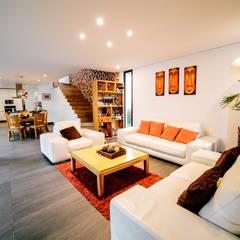 SALA Y COMEDOR gOO Arquitectos Salones minimalistas Azulejos Blanco