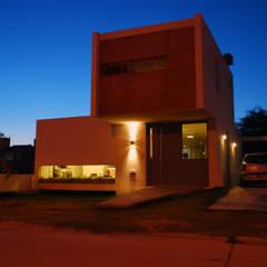 Casa en Manatiales - Casa del músico: Yates y jets de estilo moderno por barqs bisio arquitectos