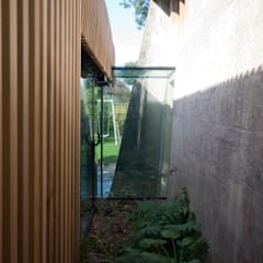 Dinding oleh Designscape Architects Ltd, Modern