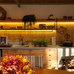 مطبخ تنفيذ Marina Linhares Decoração de Interiores,
