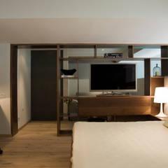 Mueble Divisorio TV / Recámara Principal : Recámaras de estilo escandinavo por Basch Arquitectos