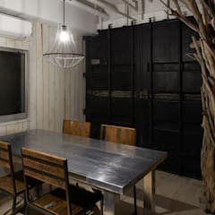 industrial Dining room by LINEs AND ANGLEs inc.