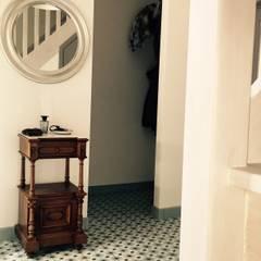 Pasillos y vestíbulos de estilo  por Den Ouden Tegel