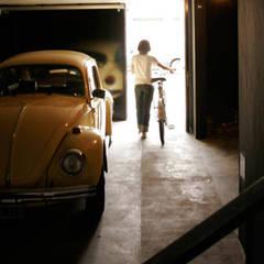Garage / Hangar de style  par IR arquitectura