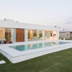 Garden Pool by VISMARACORSI ARQUITECTOS