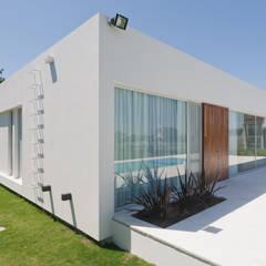 Casas pré-fabricadas  por VISMARACORSI ARQUITECTOS