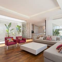 Casa C Puerto Roldan: Livings de estilo moderno por VISMARACORSI ARQUITECTOS