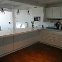 Cocina y Barra integrada Cocinas de estilo moderno de Fainzilber Arqts. Moderno