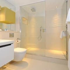 Structural glass in wetrooms :  Bathroom by Ion Glass , Modern Glass