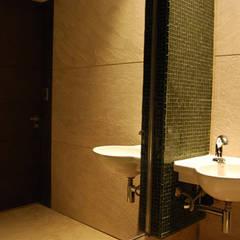 WC do Museu da Indústria: Centros de exposições  por Aurion Arquitetura e Consultoria Ltda
