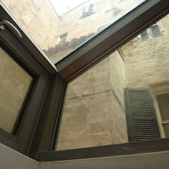 LOFT VERTICALE a MACERATA: Terrazza in stile  di serenella ottone studio