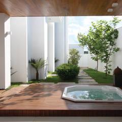Spa de estilo  por HZ Paisagismo, Clásico
