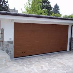 modern Garage/shed by DOORHAN ITALIA SRL