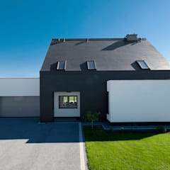Dom w Bydgoszczy : styl , w kategorii Garaż zaprojektowany przez AAYE Architekci