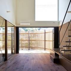 入間の家: 白砂孝洋建築設計事務所が手掛けたベランダです。