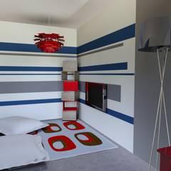 T3 70 m²: Salle multimédia de style  par Agence 3Dimensions