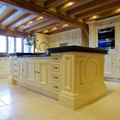 Private Residence - Essex:  Walls by Artisans of Devizes