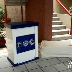 Stands: Centros de exhibiciones de estilo  por Xarzamora Diseño