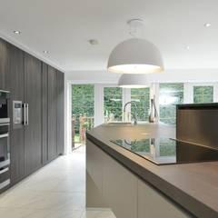 Debbie & Danny's Kitchen:  Kitchen by Diane Berry Kitchens