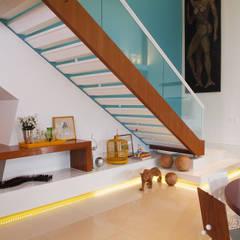 Corridor & hallway by 360arquitetura,
