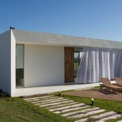 Proyecto: Casas de estilo  por VISMARACORSI ARQUITECTOS