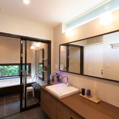 河内長野の家: 株式会社 atelier waonが手掛けた浴室です。