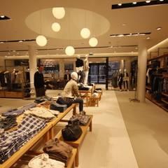 WE Fashion:  Geschäftsräume & Stores von Studio Thörnblom