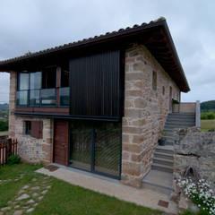 Vivienda en Vega de Selorio: Casas de estilo rural de RUBIO · BILBAO ARQUITECTOS